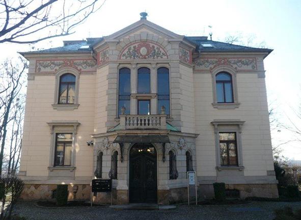 Elbufer Palais Dresden  <br/>